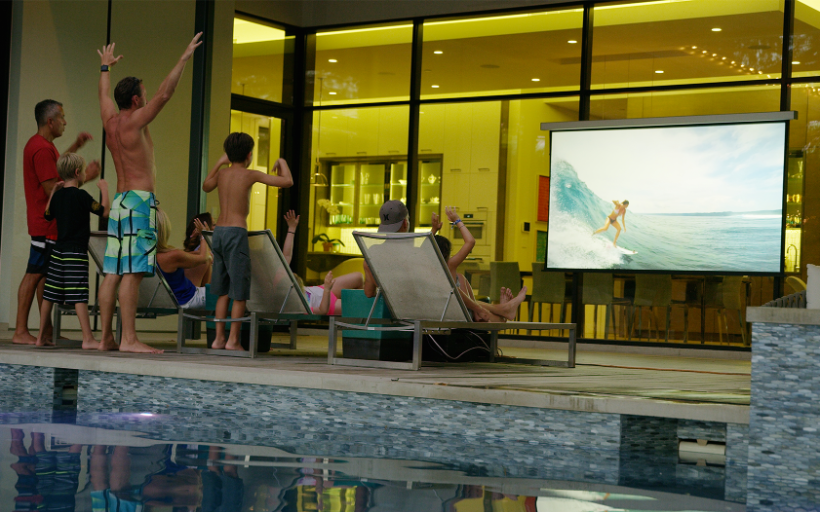Discover Solo: A Wireless, Motorized, Zero-Edge Projector Screen
